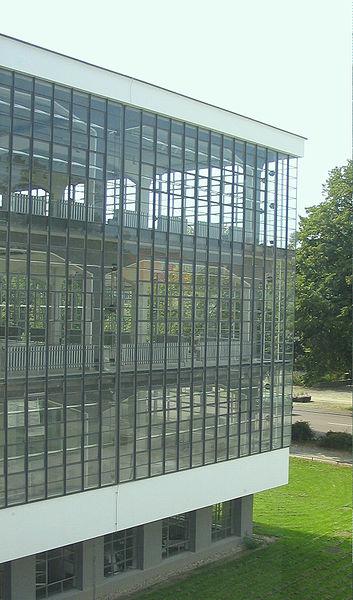 353px-Bauhaus-Dessau_Atelier